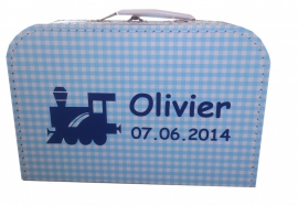 Koffertje treintje met  ruit en naam, in roze of blauw 25 cm of 30 cm