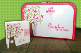 Koffertje donker roze 25 cm, naar aanleiding van het geboortekaartje
