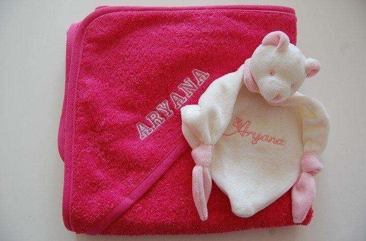 Baby Badcape met naam en/of geboortedatum, donker roze