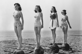 Foto op hout - Dames op het strand