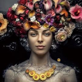 120 x 120 cm - Glasschilderij - vrouw met bloemen - schilderij fotokunst - foto print op glas --