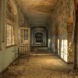 100 x 100 cm - Glasschilderij - schilderij - verlaten gebouw - foto print op glas