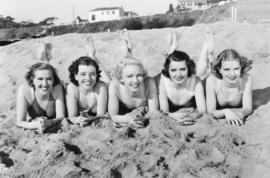 Schilderij Dibond - Vrouwen op strand