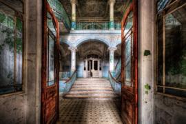 Glasschilderij - Verlaten gebouw - 120x80 cm