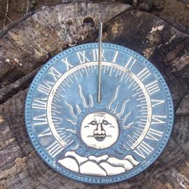 Tuinbeeld - bronzen beeld - Platte zonnewijzer zon - Bronzartes - 9 cm hoog