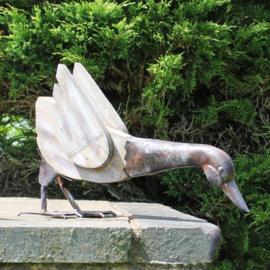 Beeld metaal - Tuinbeeld - beeld hout en metalen eend - 27 cm hoog