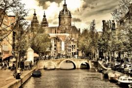 120 x 80 cm - Glasschilderij stadsgezicht Amsterdam - schilderij fotokunst - Oudezijds voorburgwal - foto print op glas
