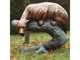 Tuinbeeld - groot bronzen beeld - Jachtluipaard op boomstam - Bronzartes