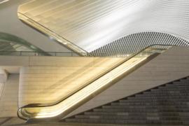 120 x 80 cm - Glasschilderij roltrappen - schilderij fotokunst architectuur - foto print op glas --