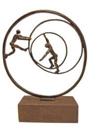 Urn brons - bronzen beeldje - sculptuur - omringd door liefde - 29 cm hoog - Martinique