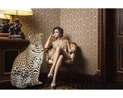 120 x 80 cm - Glasschilderij - Vrouw en jaguar - schilderij fotokunst - foto print op glas