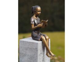 Beeld brons - Lezend Meisje - Bronzartes - 22 cm hoog - voor huis en tuin