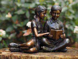 Beeld brons - Lezende kinderen - Bronzartes - 14 cm hoog - voor huis en tuin