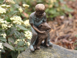 Beeld brons - Spelende jongen met hond - Bronzartes - 15 cm hoog - voor huis en tuin