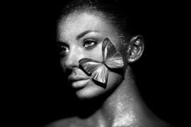 120 x 80 cm - Glasschilderij - Vlinder Dame - Glitters