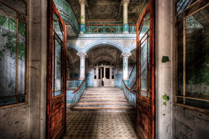 120 x 80 cm - Glasschilderij - schilderij fotokunst - Verlaten gebouw - foto print op glas --