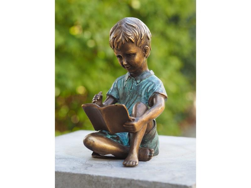 Beeldje brons - Tuinbeeld - beeld Lezende jongen - Bronzartes
