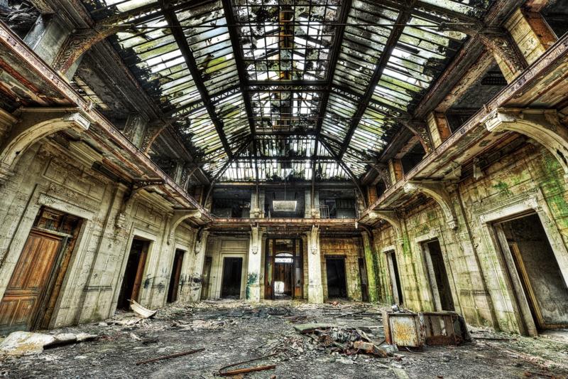 120 x 80 cm - Glasschilderij gebouw - schilderij fotokunst -  Verlaten gebouw - foto print op glas