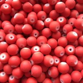 C410- 40 stuks ronde glaskralen 8mm mat rood rubberrized