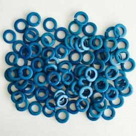 ruim 100 stuks houten ringetjes 13x2mm donker turquoise