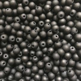C335- 60 stuks ronde glaskralen 6mm mat zwart rubberrized