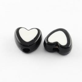 C107- 50 stuks acryl hartjes bead-in-bead 7x8x4mm zwart/wit
