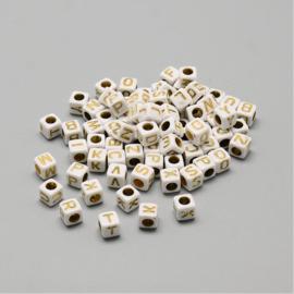 ca. 1400 stuks (250gram) letterkralen wit/goud 6x6mm SUPER AANBIEDING!