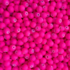 C286- ca. 90 stuks ronde glaskralen 6mm mat fel roze rubberrized