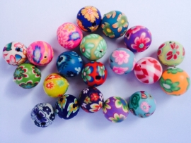 C85- 15 stuks polymer clay beads 10mm mix