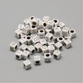 ca. 1400 stuks (250gram) letterkralen wit/zilver 6x6mm SUPER AANBIEDING!