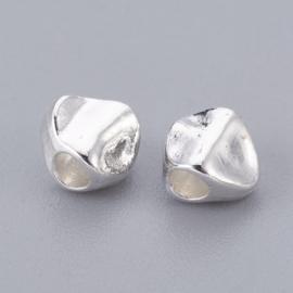 C447- ruim 45 stuks metalen kralen nuggets 4.5x5.5x3.5mm zilverkleur