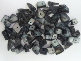 C213- 30 gram freshwater schelpenkralen nachtblauw van 8 tot 17mm lang