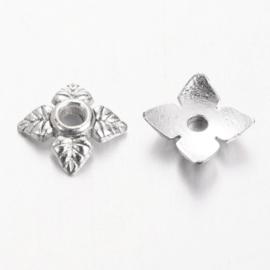 C319- ca. 100 stuks metalen kralenkapjes 6x6mm zilverkleur