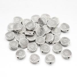 C224- 25 stuks zwaar metalen kralen plat rond bewerkt 8.5mm