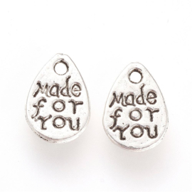 D80- 12 stuks bedels met tekst 'MADE FOR YOU' 11x7.5mm