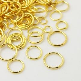 ca. 150 stuks enkele ringetjes mix van 4 tot 10mm goudkleur