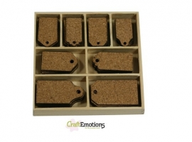 811501/0232- houten box met 40 stuks kurken ornamenten labels