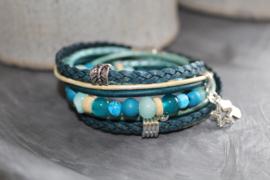 Wikkelarmband in div blauwtinten met bijpassende kralen armband .