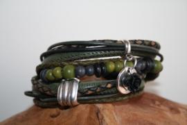 Zwart met donker groene wikkelarmband