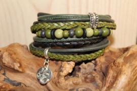 Zwart met donker groene wikkelarmband incl bijpassend kralenarmbandje
