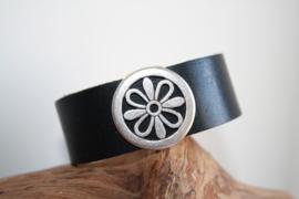 Zwarte armband met bloem