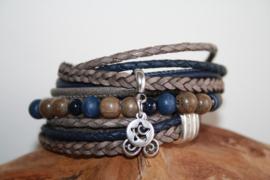 Taupe met donkerblauwe wikkelarmband