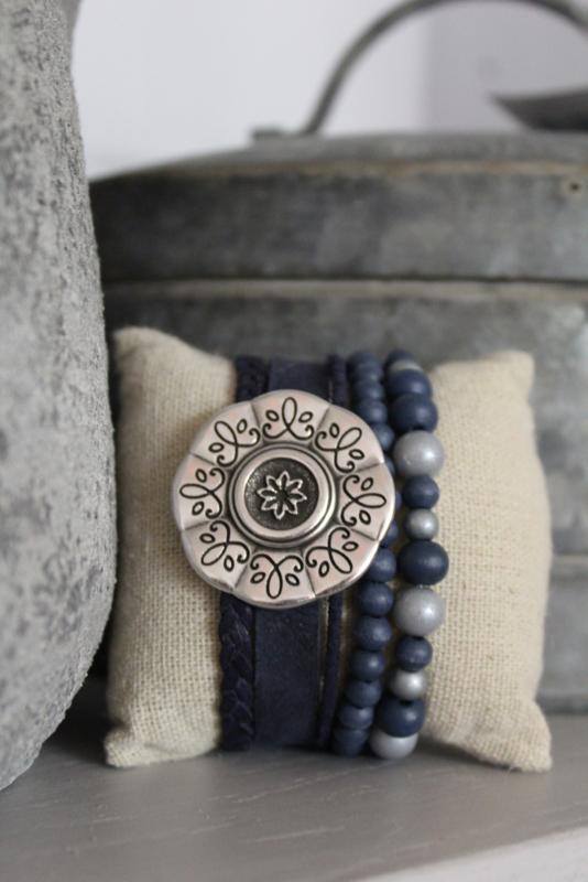 Armband met bloem donker blauw