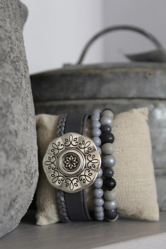 Armband met bloem licht grijs