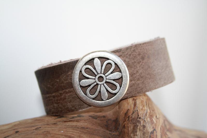Leren armband met bloem
