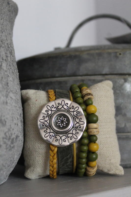 Armband bloem groen/oker
