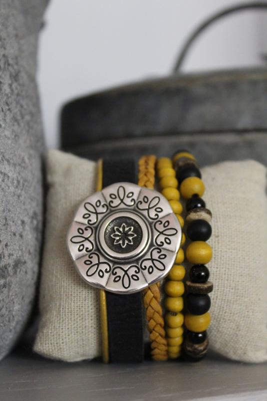 Armband met bloem  zwart/oker