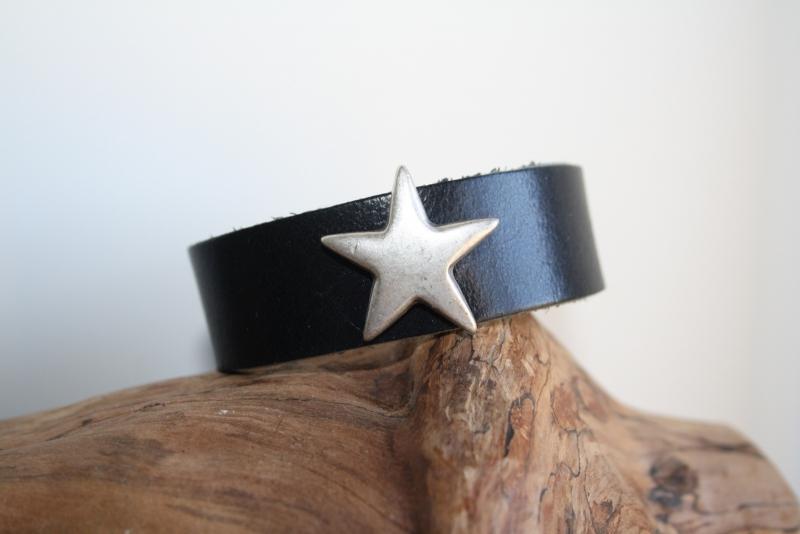 Zwart leren armband met ster