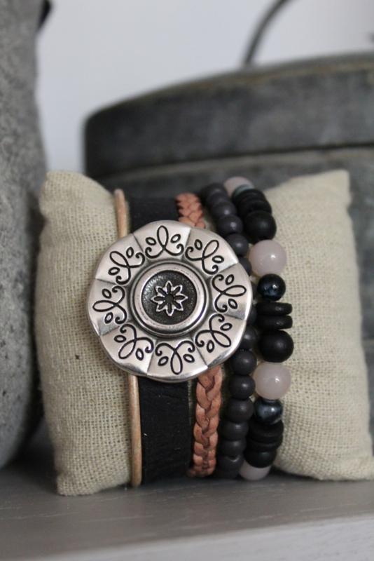 Armband bloem zwart/licht roze