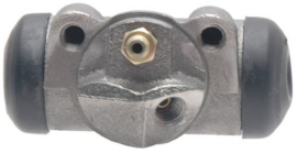 Wheel Cylinder   Rear Right Side  1975-96